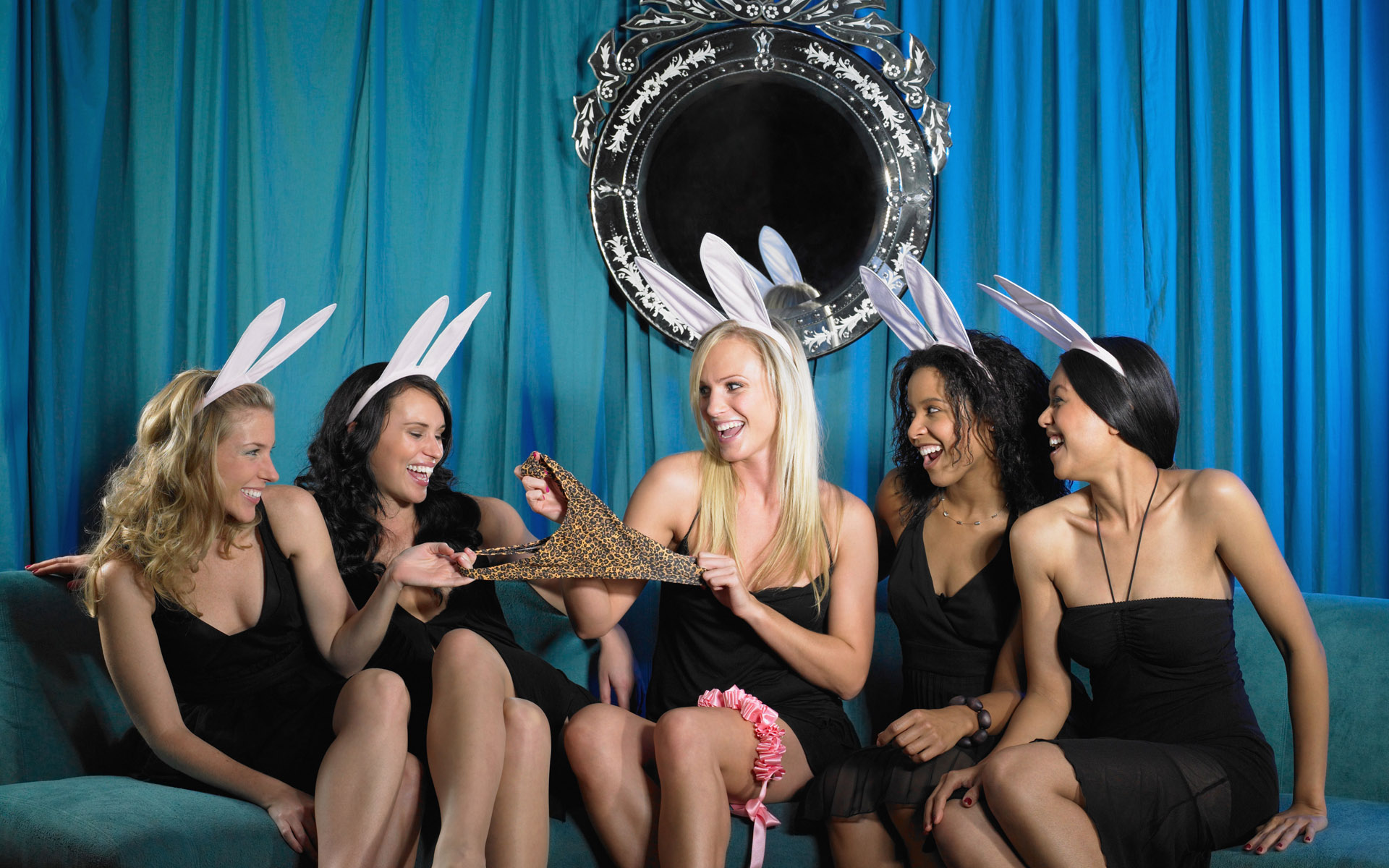 прохождение девушек на вечеринках - 3